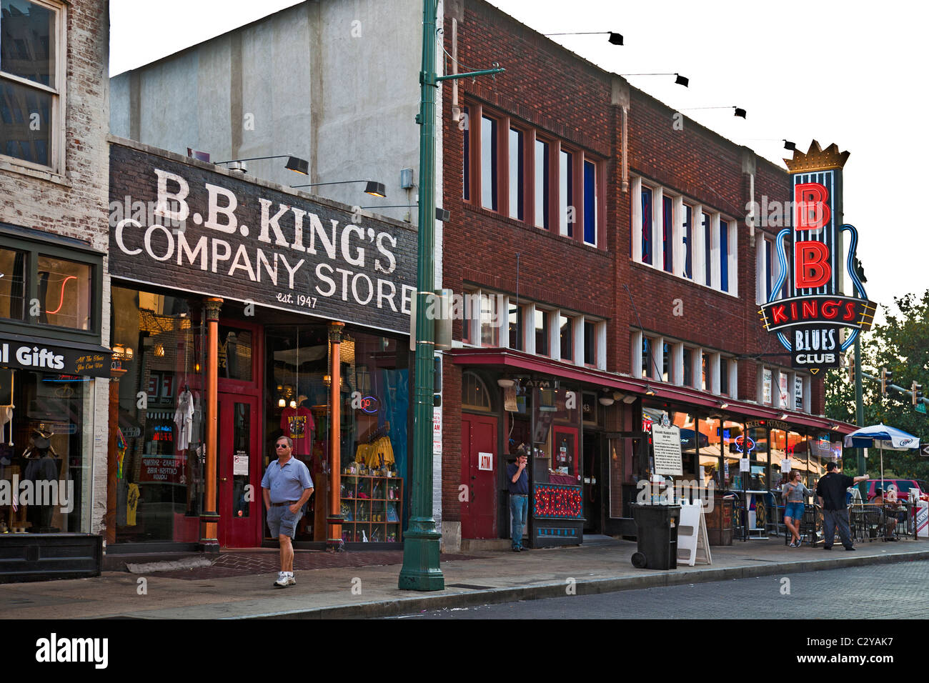 Beale Street, Memphis: BBKing's Company Store and Blues Club with pedestrians and pavement cafe - Stock Image