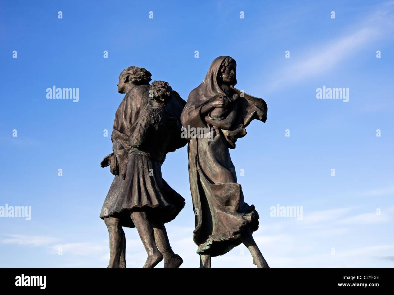 The Emigrants statue, Helmsdale, Scotland UK Europe - Stock Image