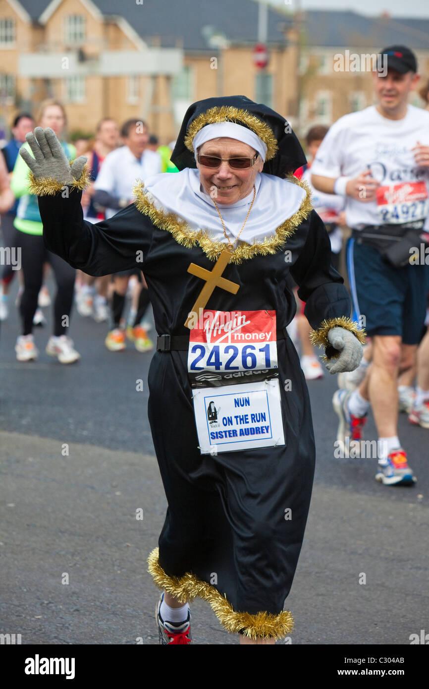 London Running Lady Stock Photos Amp London Running Lady Stock Images Alamy