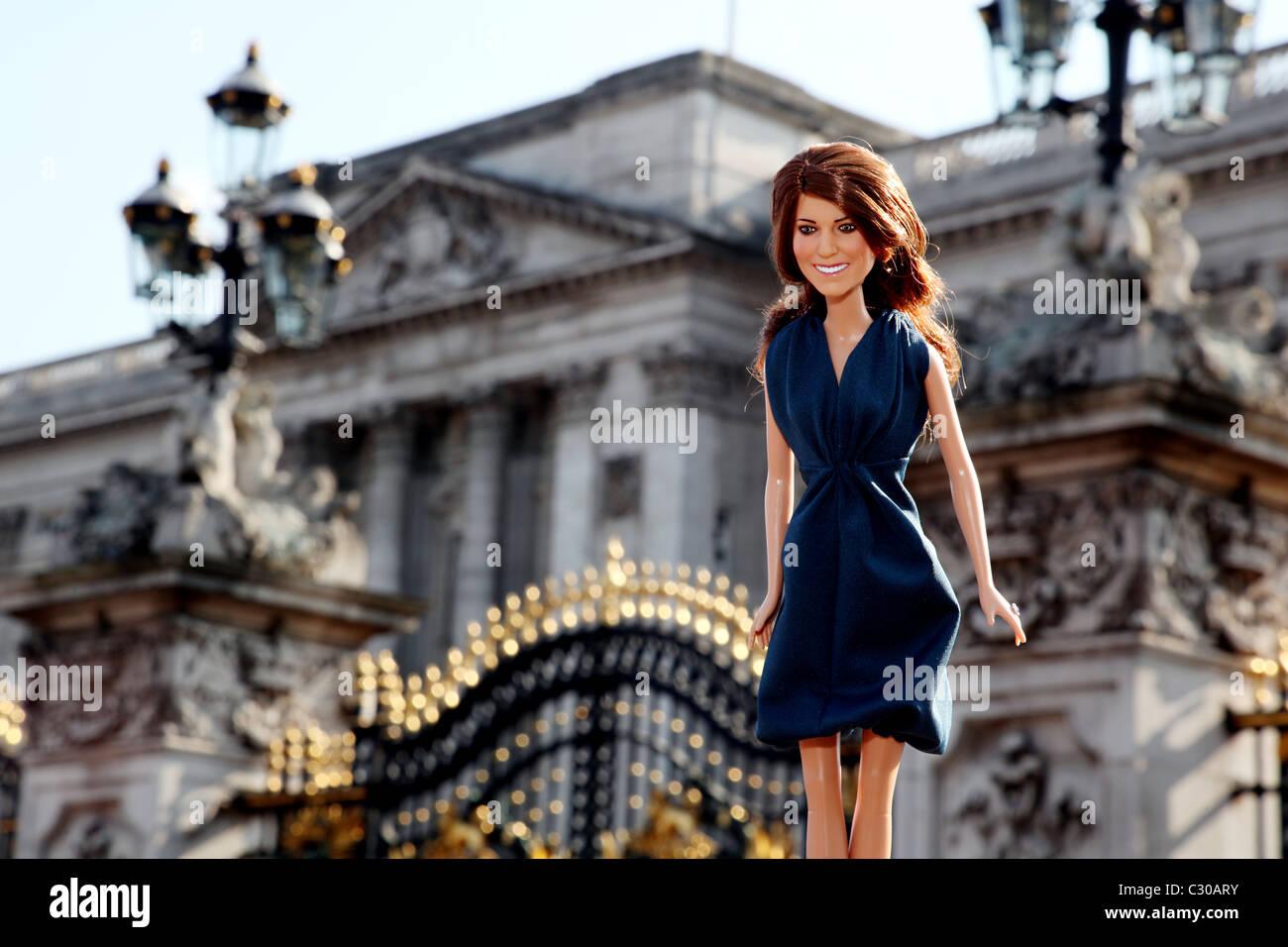 Kate Middleton, Princess Catherine, Duchess of Cambridge, Doll outside Buckingham Palace. - Stock Image
