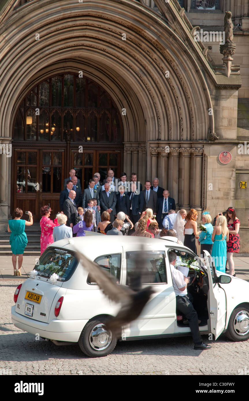 Wedding party outside Manchester Town Hall - Stock Image