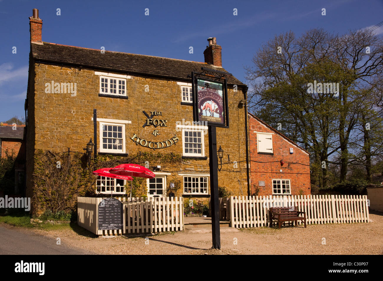Old English Village Pub 'Fox and Hounds' Knossington, Leicestershire, England, UK - Stock Image