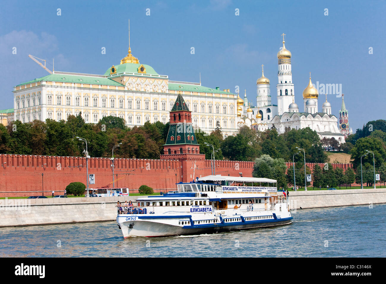 Grand Kremlin Palace and the Church of the Deposition of the Robe, Moscow Kremlin, Russian Federation - Stock Image