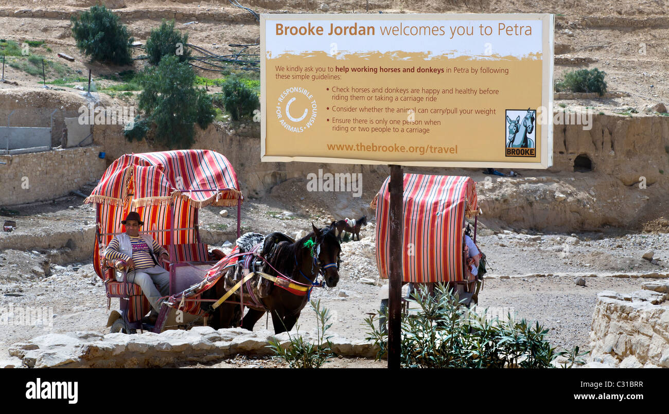 THE ANIMAL WELFARE SIGN AT THE TOP OF THE LONG SLOPE DOWN TO THE ROSE RED CITY AT PETRA. JORDAN Stock Photo