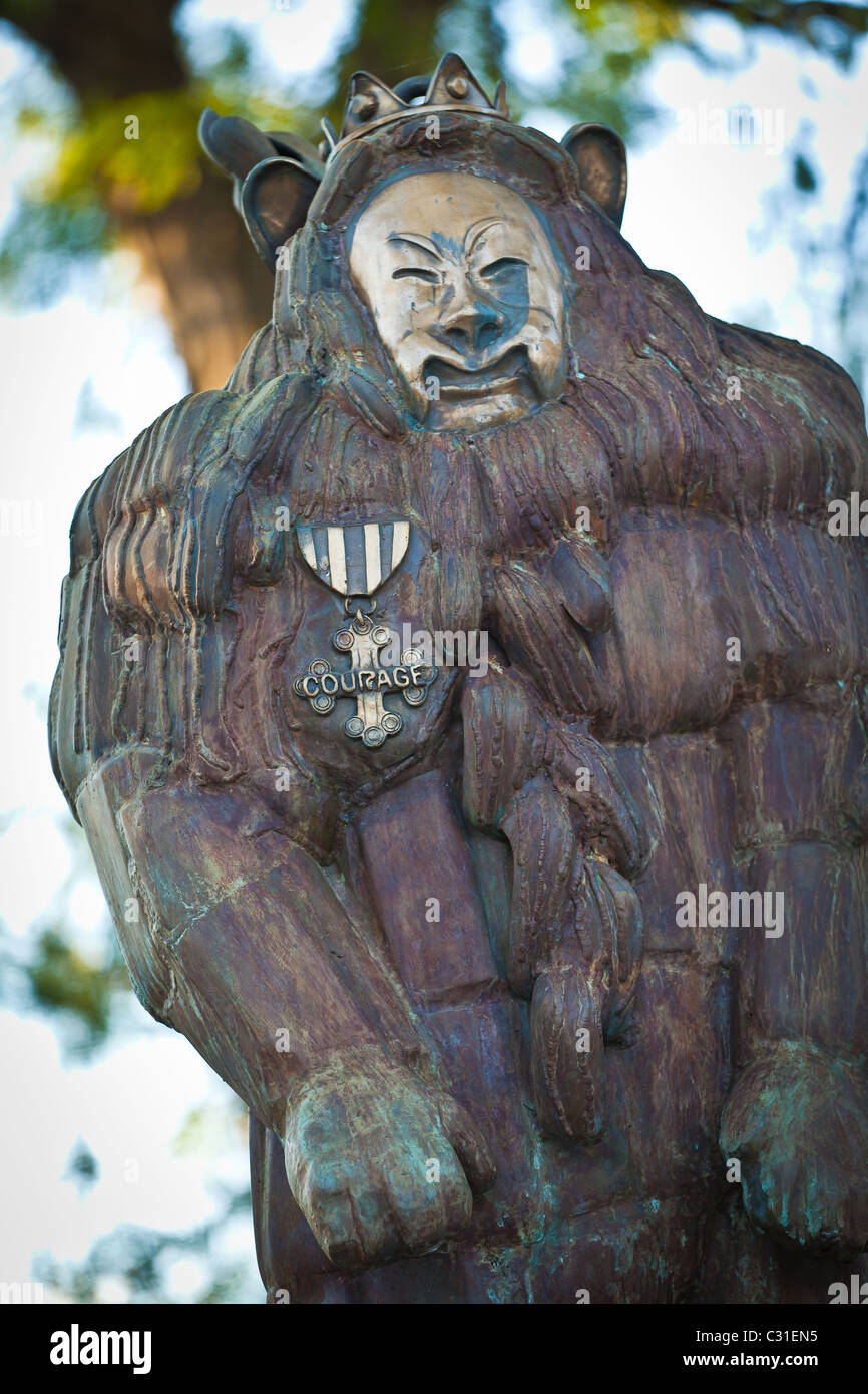 Statue of the Cowardly Lion from the Wizard of Oz in Oz Park in Chicago, IL, USA. - Stock Image