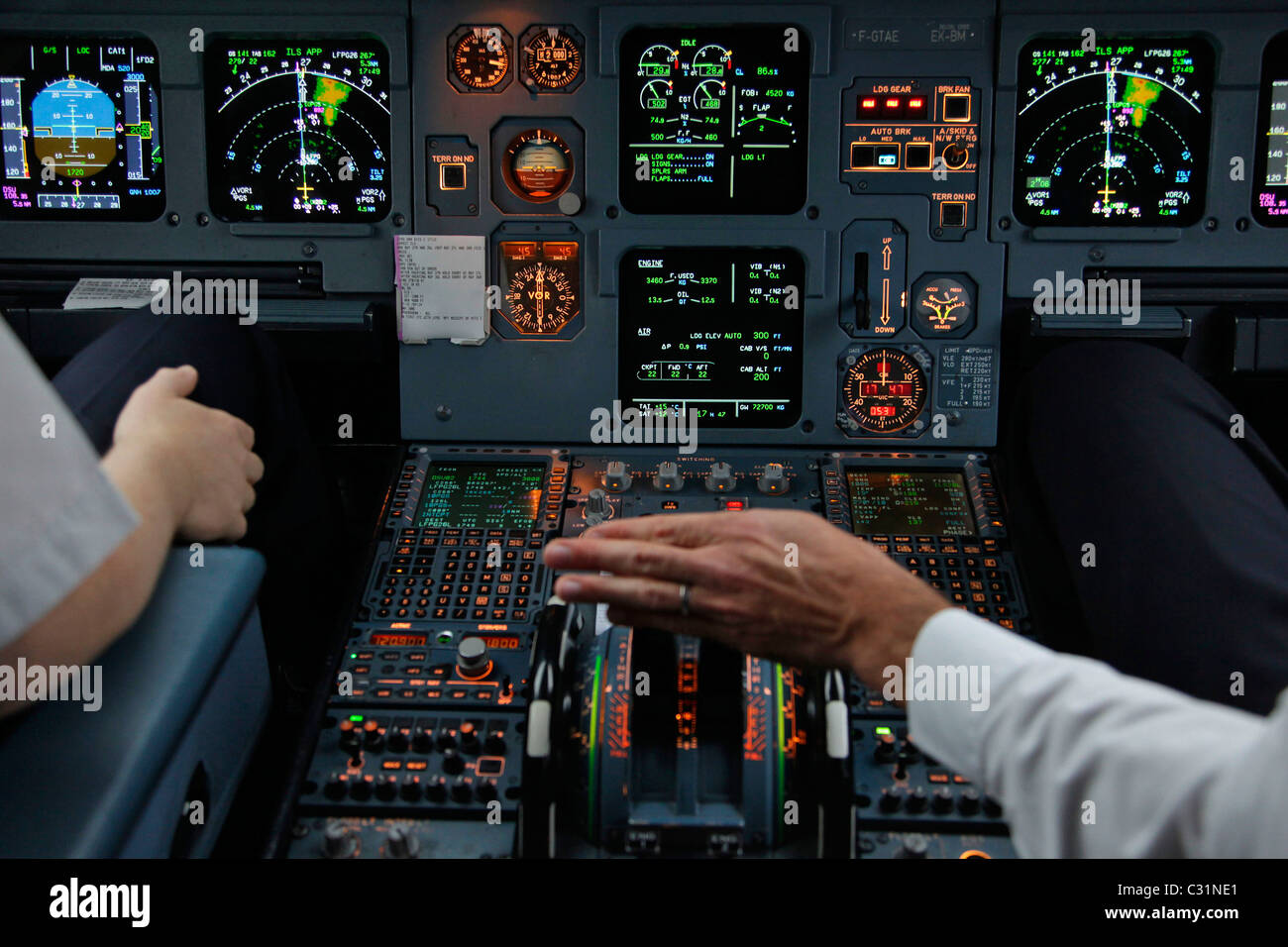 INSTRUMENT PANEL, COCKPIT OF AN AIRBUS A320 ON A PARIS