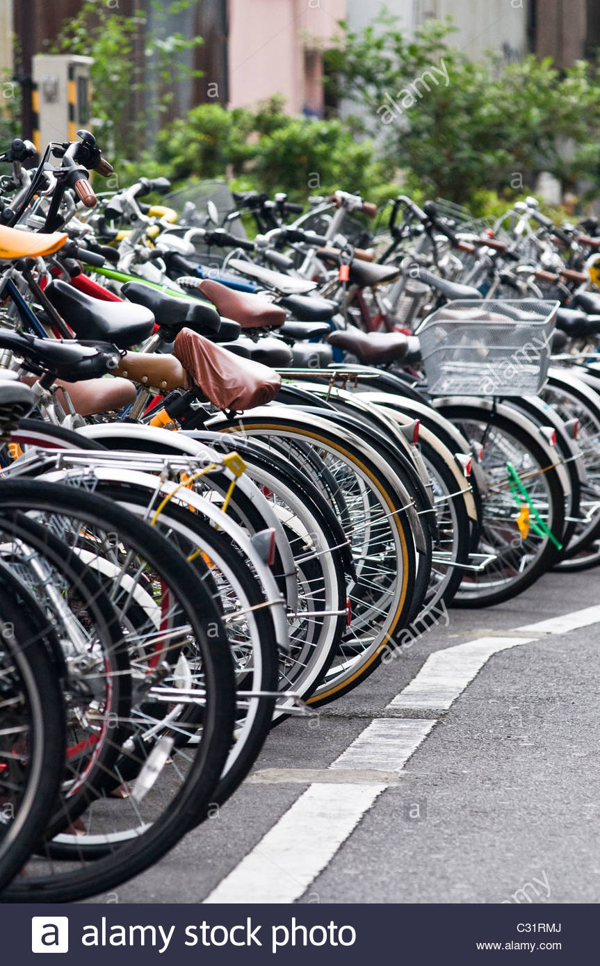 Rows of parked bicycles, Tokyo, Japan. - Stock Image