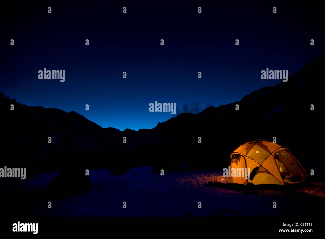 A campsite at night in the California backcountry. - Stock Image