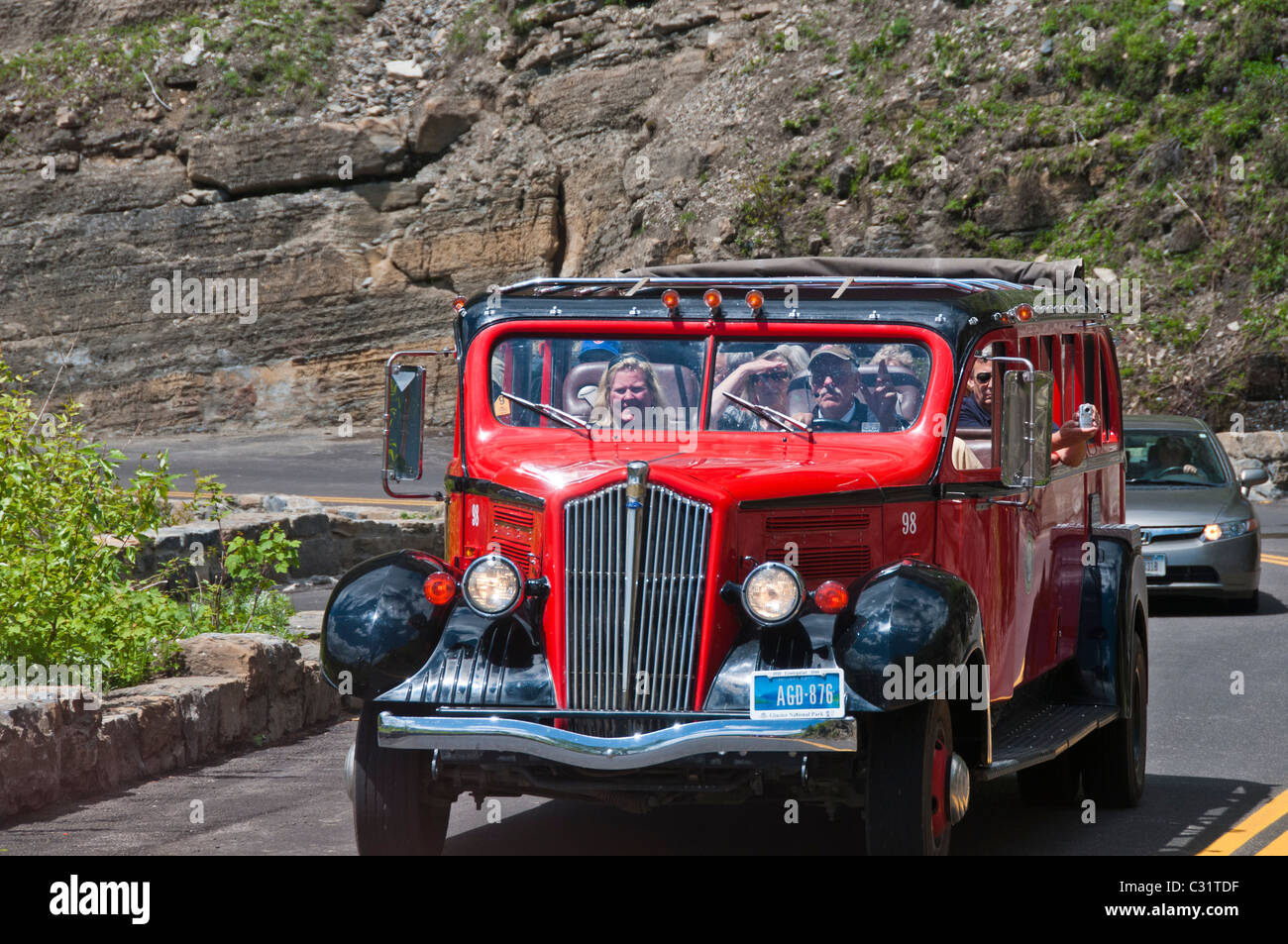 Red bus on the Going-to-the-Sun Road, Glacier National Park, Montana. - Stock Image