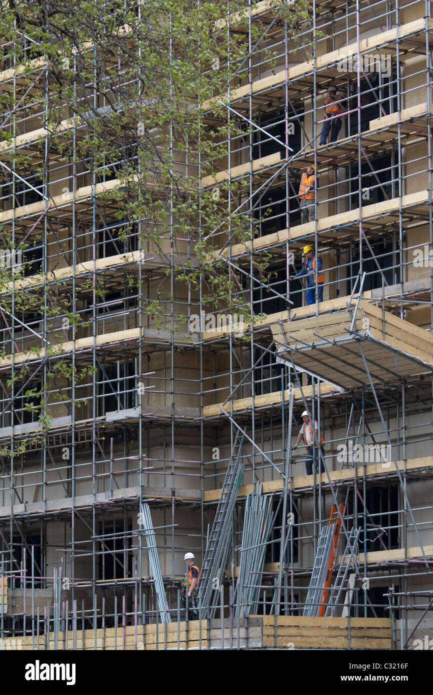 Scaffold, scaffolders working on building in Central London - Stock Image