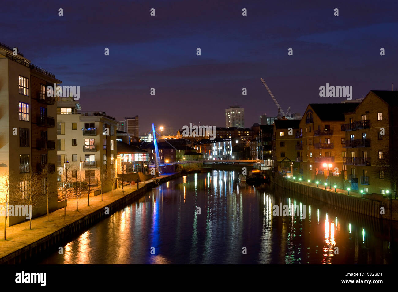 looking over the river aire by offices and apartments in the city of leeds at dusk uk - Stock Image