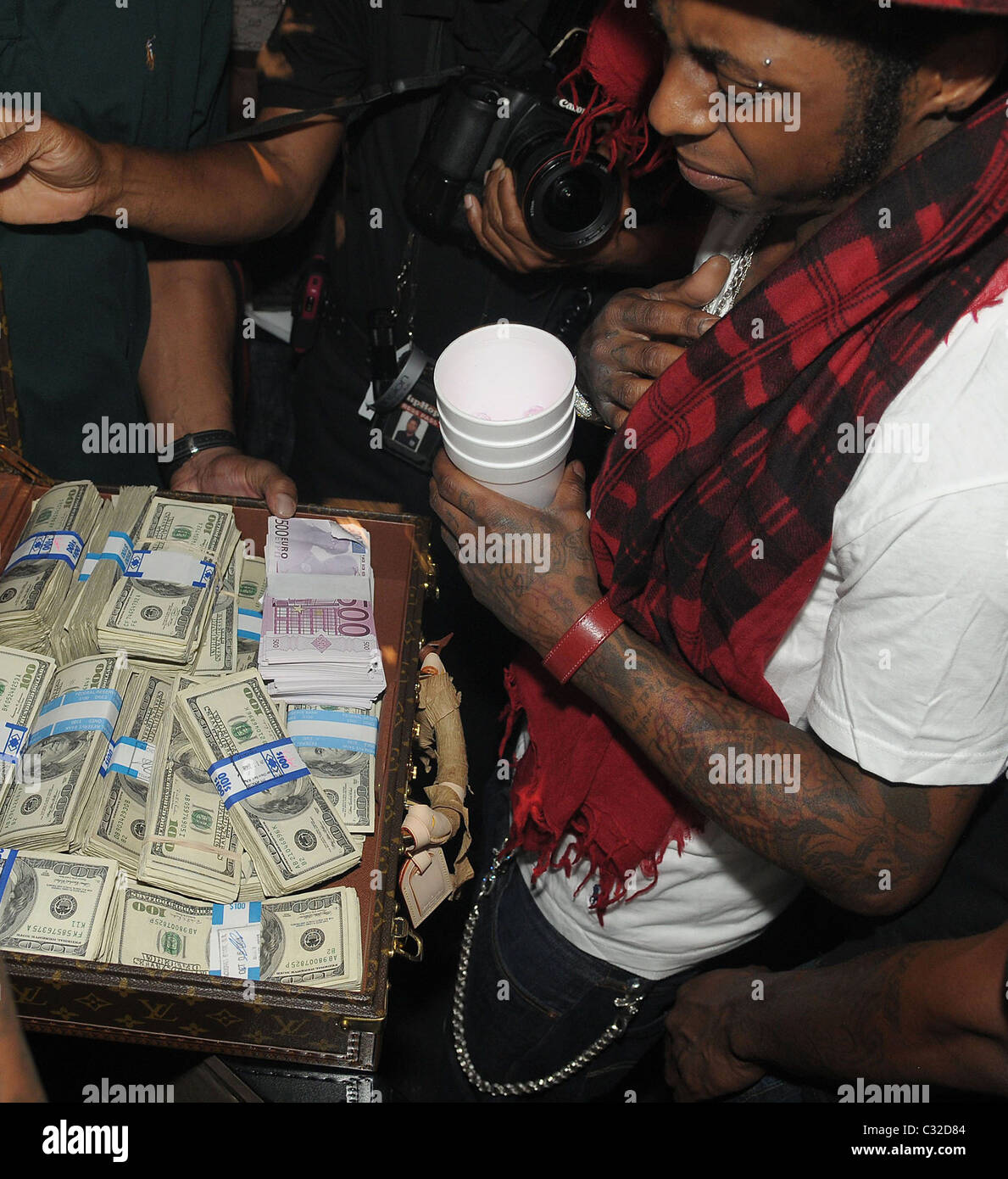 Lil Wayne Stunned By 1 Million Birthday Gift Boy LIL WAYNE Was Left When Mentor And Pal BIRDMAN Handed Him
