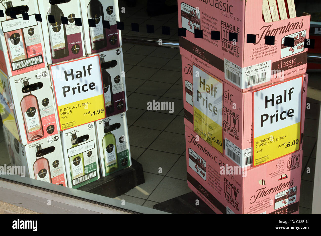 UK. CHEAP WINE FOR SALE AT A SUPERMARKET - Stock Image