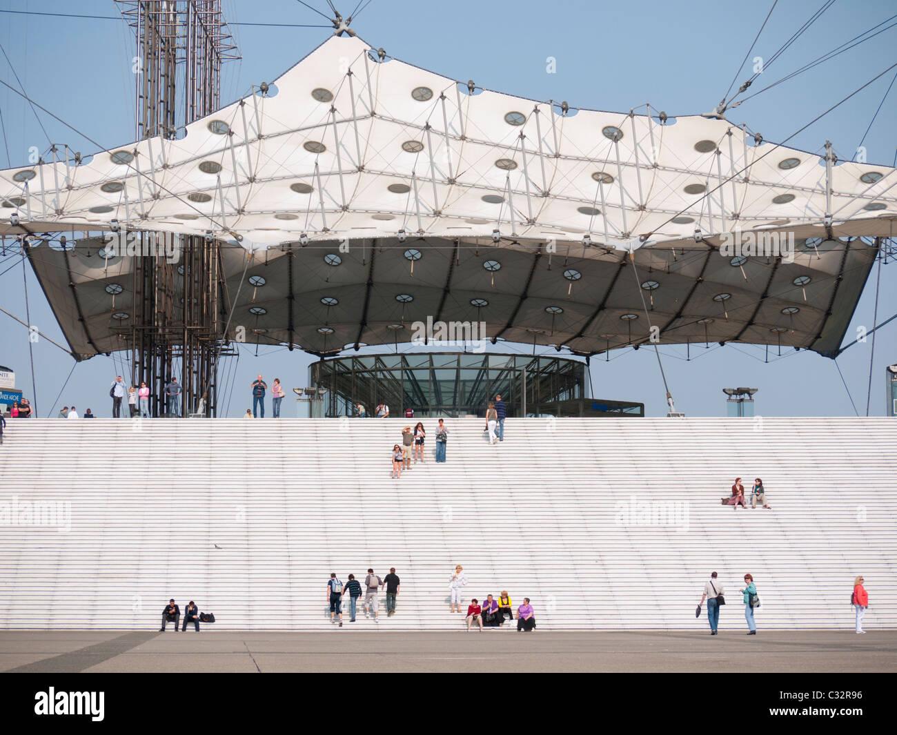 La Grande Arche in the La Defense district of Paris in France - Stock Image
