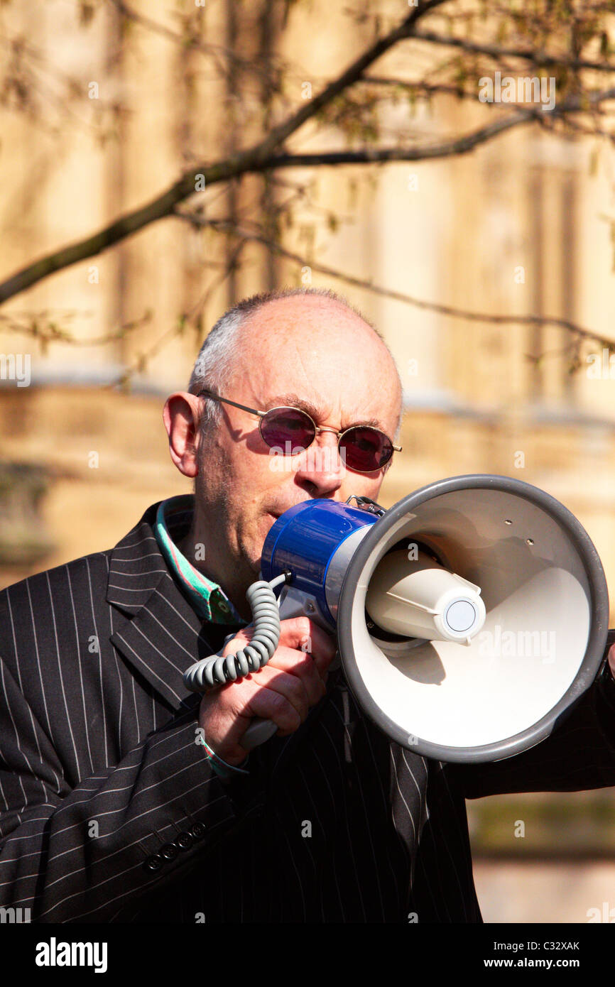 Anarchist Ian Bone heckles MPs giving media interviews on Budget Day 2011 - Stock Image