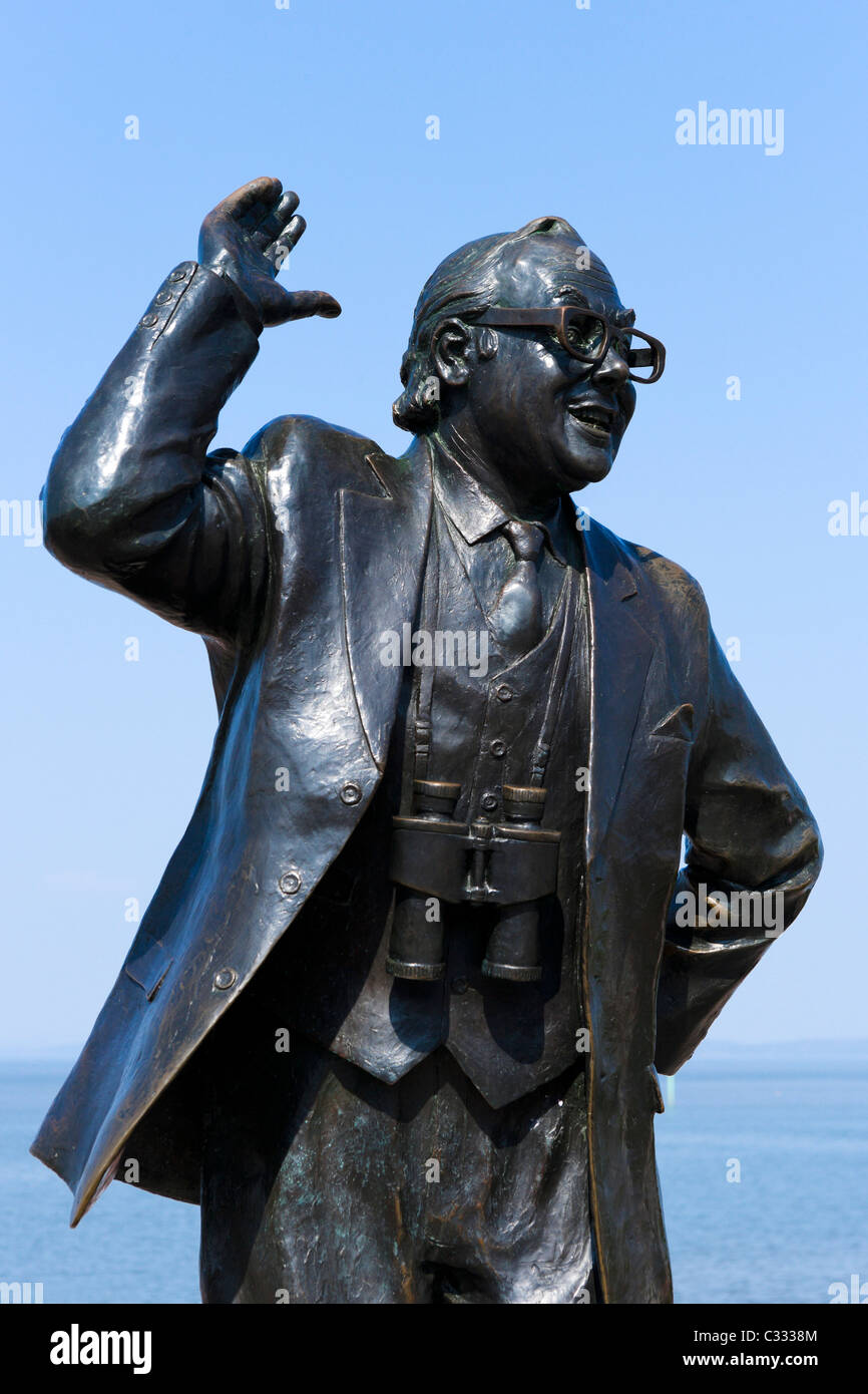 Statue of the comedian Eric Morecambe on the seafront in the seaside resort of Morecambe, Lancashire, UK - Stock Image