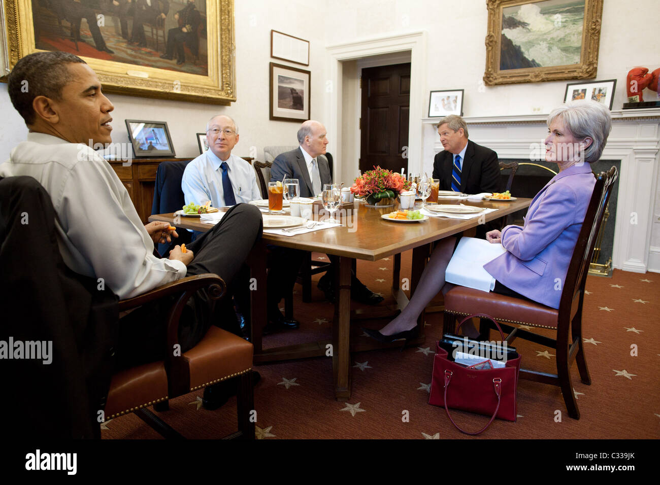 President Barack Obama has lunch with Cabinet secretaries in the Oval Office Private Dining Room, March 10, 2011. - Stock Image