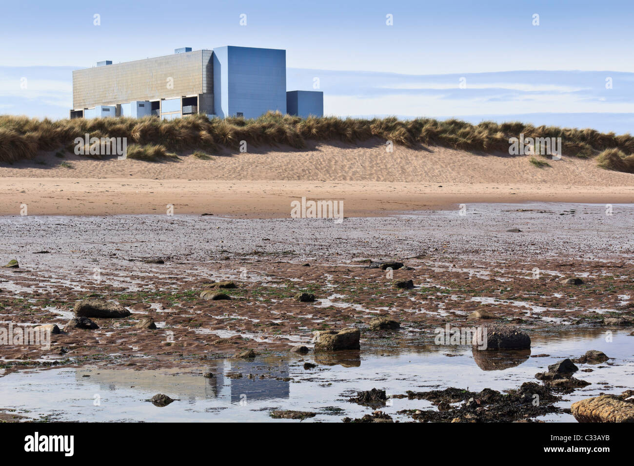 Torness twin Advanced Gas Cooled nuclear reactor power station, East Lothian, Scotland - atomic energy by the beach - Stock Image
