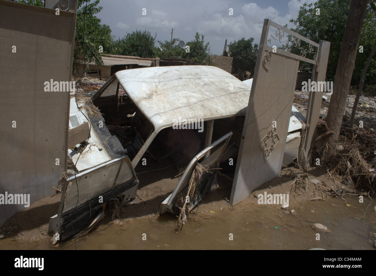 Car destroyed during the disaster in Kulyab, May 2010. - Stock Image