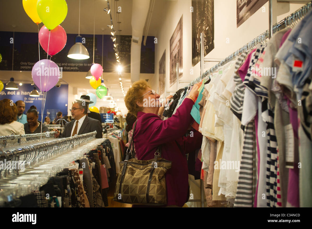 Goodwill Store Stock Photos & Goodwill Store Stock Images - Alamy