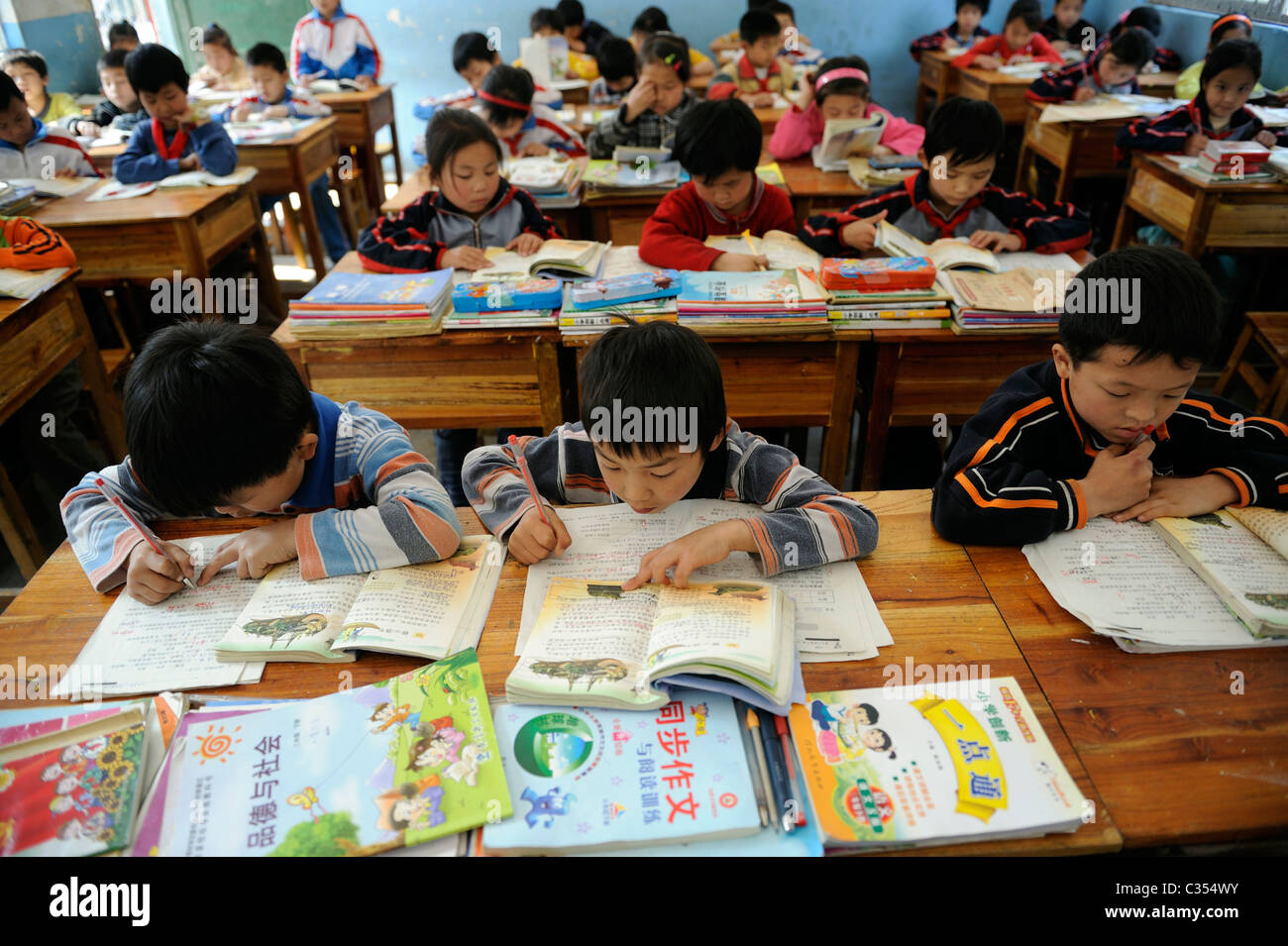 Chinese primary school students attend class in remote countryside in Duan county,  Guangxi, China. 20-Apr-2011 - Stock Image