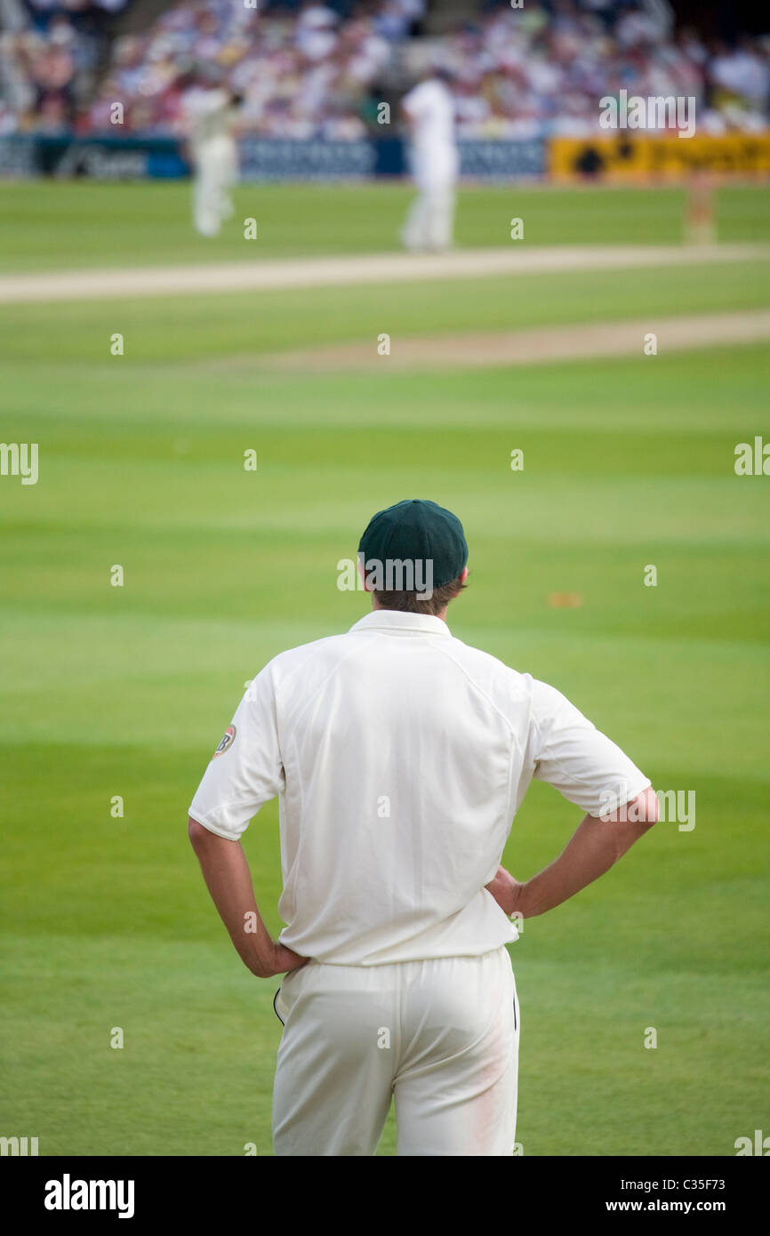 Waiting Fielder - Fourth Ashes Test Cricket Match Australia versus England held in Headingly England - Stock Image