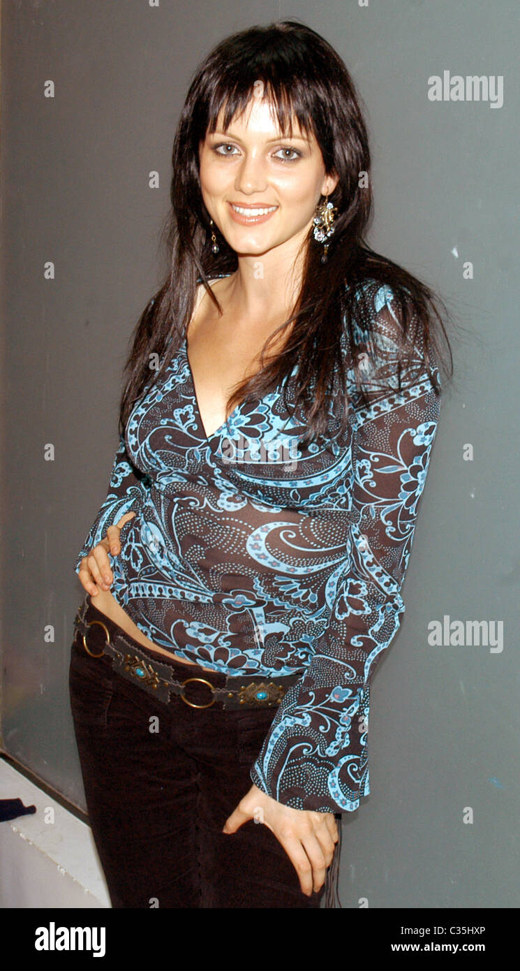 Yana Gupta Nude Photos 5