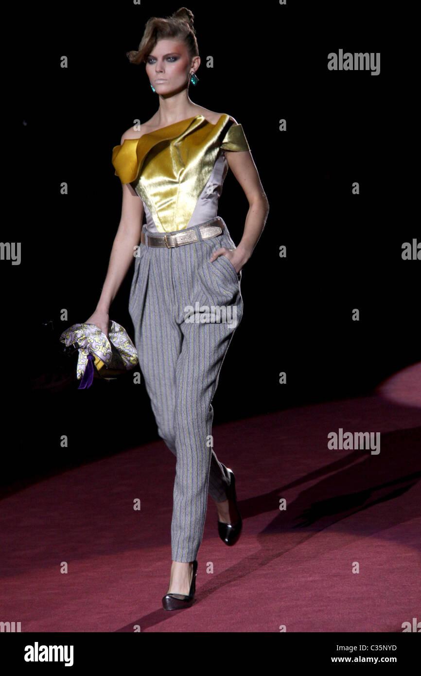 NY Fashion Week 09: Betsey Johnson SpringSummer2010 forecasting