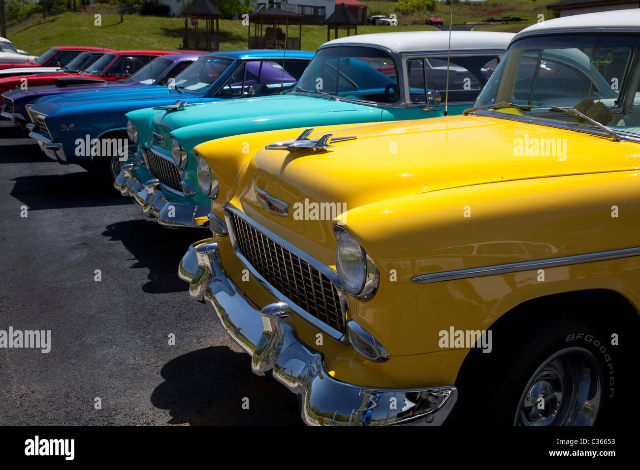 Lenoir City, Tennessee - Classic cars on a dealer\'s lot Stock Photo ...