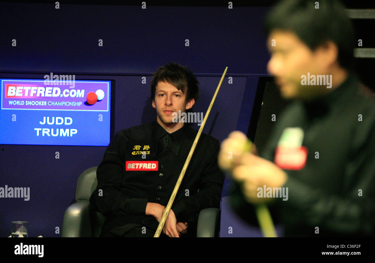 Judd Trump (Eng) in action against Ding Junhui (Chi), - Stock Image