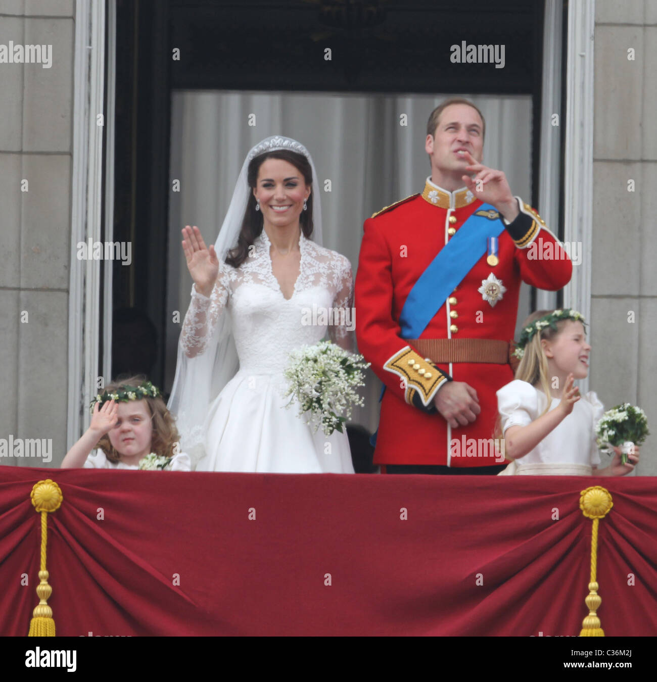 The Wedding of Prince William and Catherine Middleton. 29th April 2011. The newly married couple wave to crowds - Stock Image