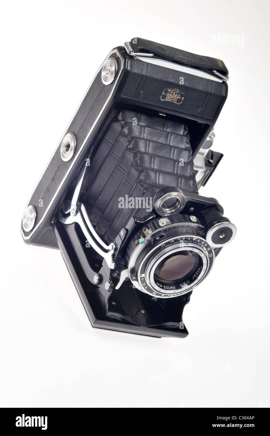 Antique Zeiss Super Ikonta medium format bellows camera on white - Stock Image