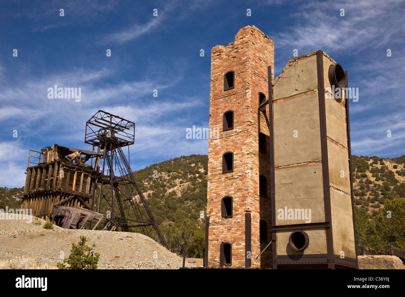 Taylor headframe and towering smelter oven at the Kelly Mine Ghost Town in Socorro County, New Mexico, USA. - Stock Image