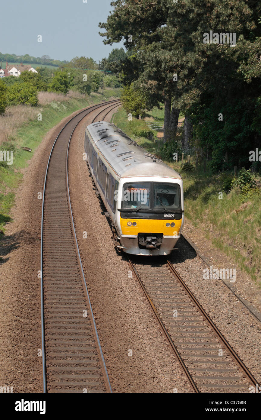 The Chiltern Railways DMU (ref 165027) in the Chilterns, near Wendover, Buckinghamshire, UK. - Stock Image