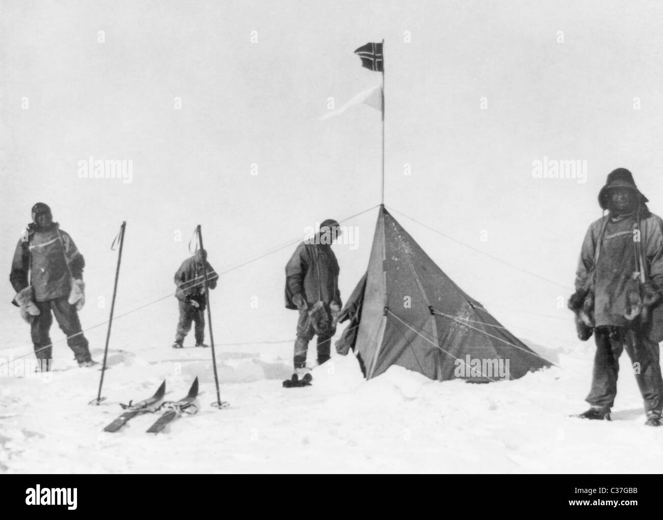 Robert Falcon Scott and members of his Terra Nova Expedition of 1910 - 1913 at the South Pole in Antarctica in January - Stock Image