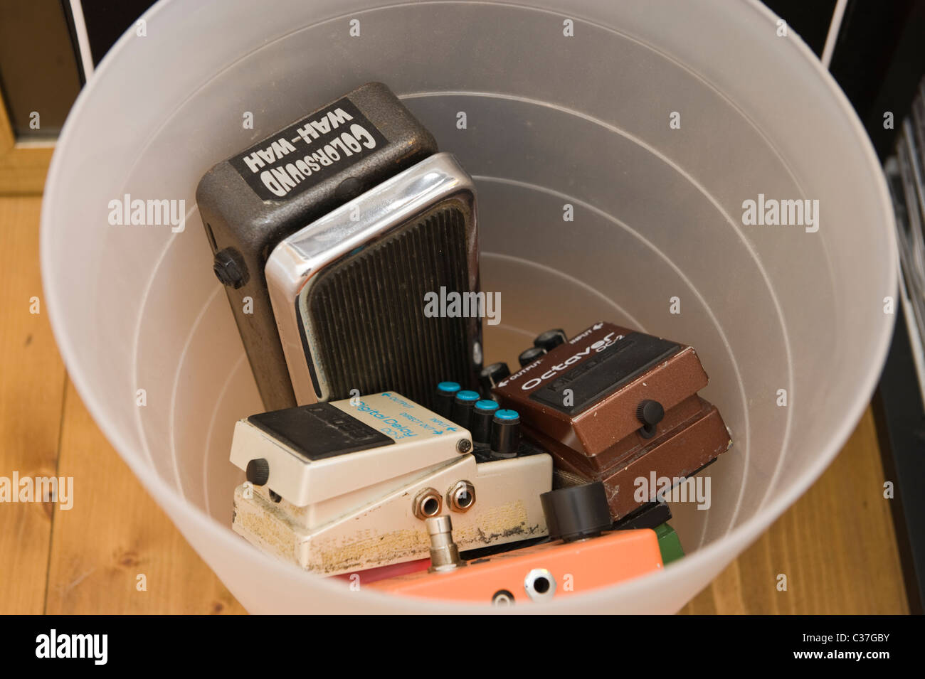 Wah Pedal Stock Photos Images Alamy Upgrade To Your Rock Guitar Effects Pedals In Plastic Bin Image