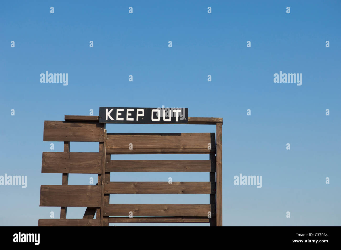 Keep out sign against sky - Stock Image