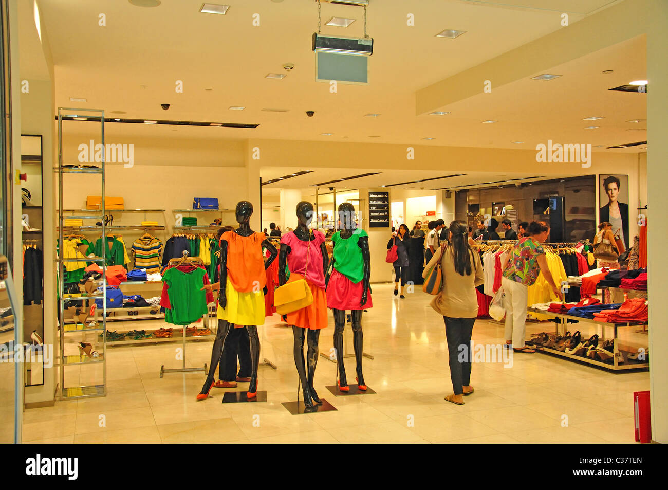 Zara Fashion Store Mall Of The Emirates Al Barsha Dubai United Stock Photo Alamy