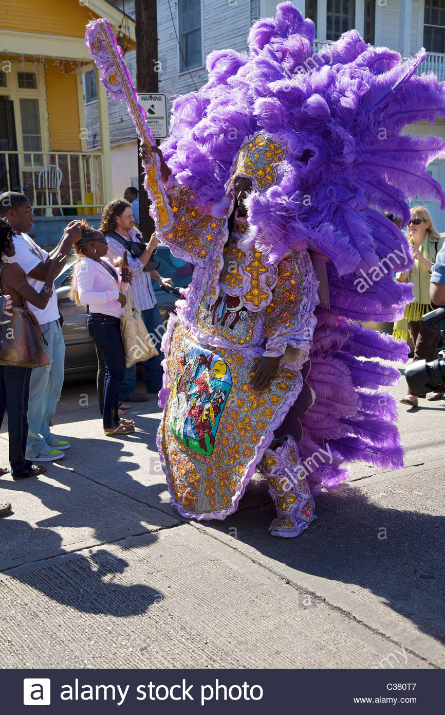 Mardi gras indian stock photos mardi gras indian stock images alamy a mardi gras indian wearing traditional hand made costume sewn from feathers and beads m4hsunfo