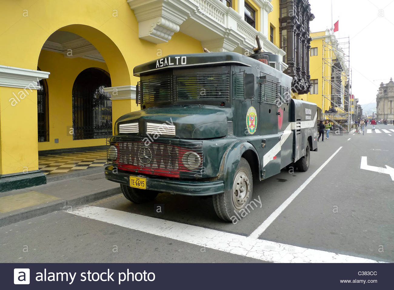 Peruvian armored assault vehicle on the main square (Plaza Mayor) in Lima, Peru. - Stock Image