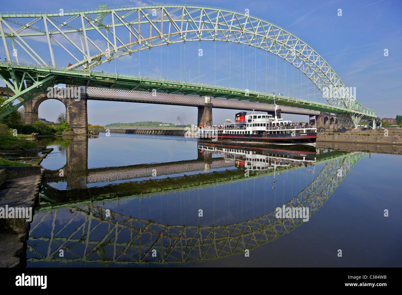 The Queensway bridge between Runcorn and Widnes on the Manchester Ship Canal. - Stock Image