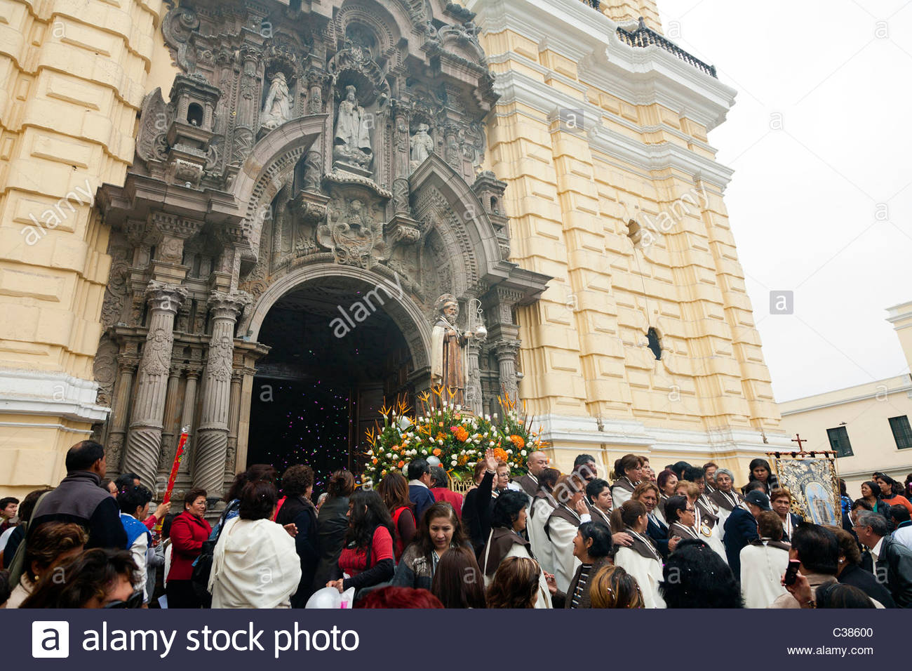 Crowd celebrating Señor de los Milagros (Lord of Miracles) in front of Saint Francis Monestary. Lima, Peru. - Stock Image