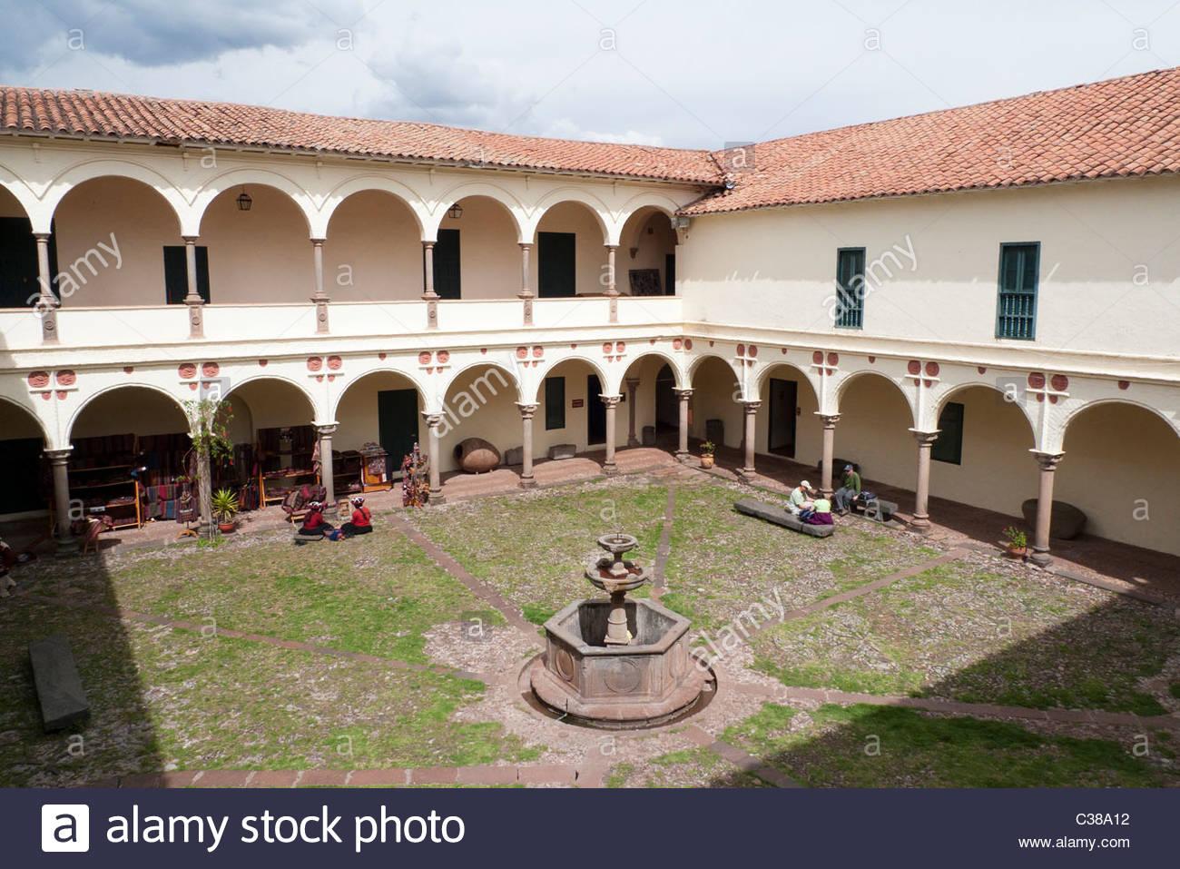 Colonial courtyard of Museo Inka (Inca Museum) in Cusco, Peru. - Stock Image