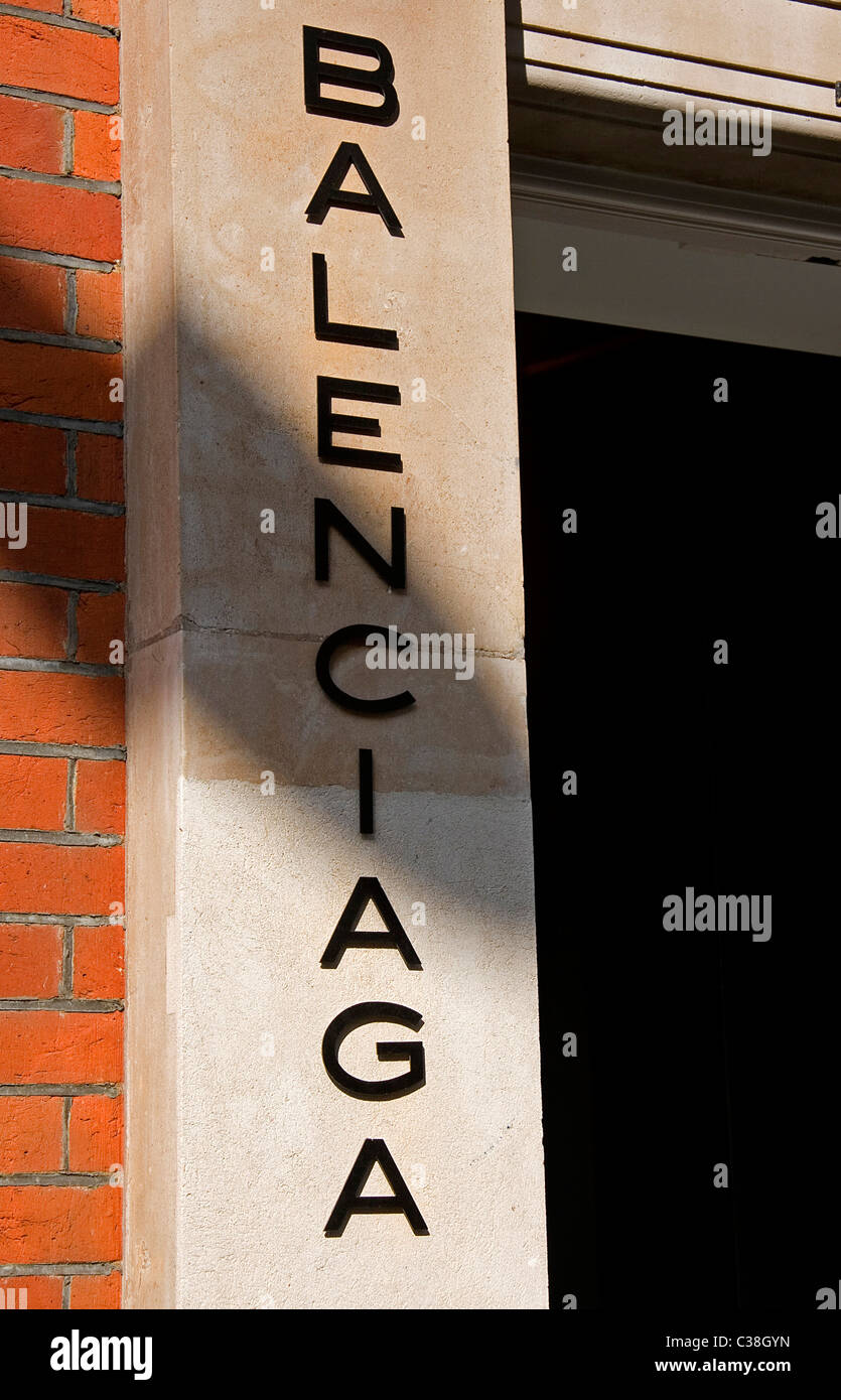 Itaca Negligencia incompleto  Balenciaga, Mount Street, London Stock Photo - Alamy