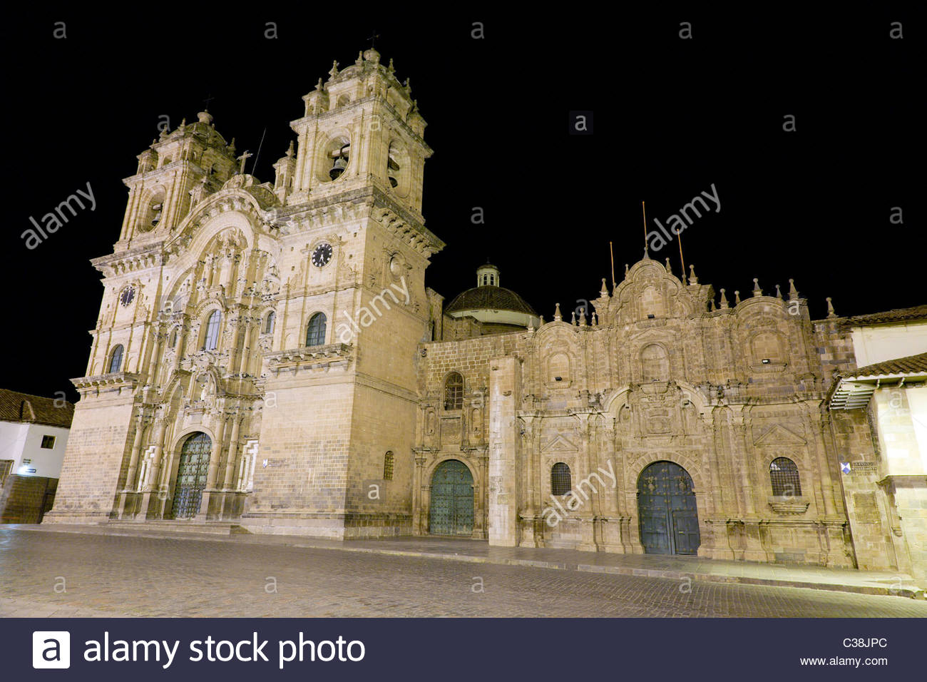 Jesuit Church of La Compañia on Plaza de Armas at night, Cusco, Peru - Stock Image