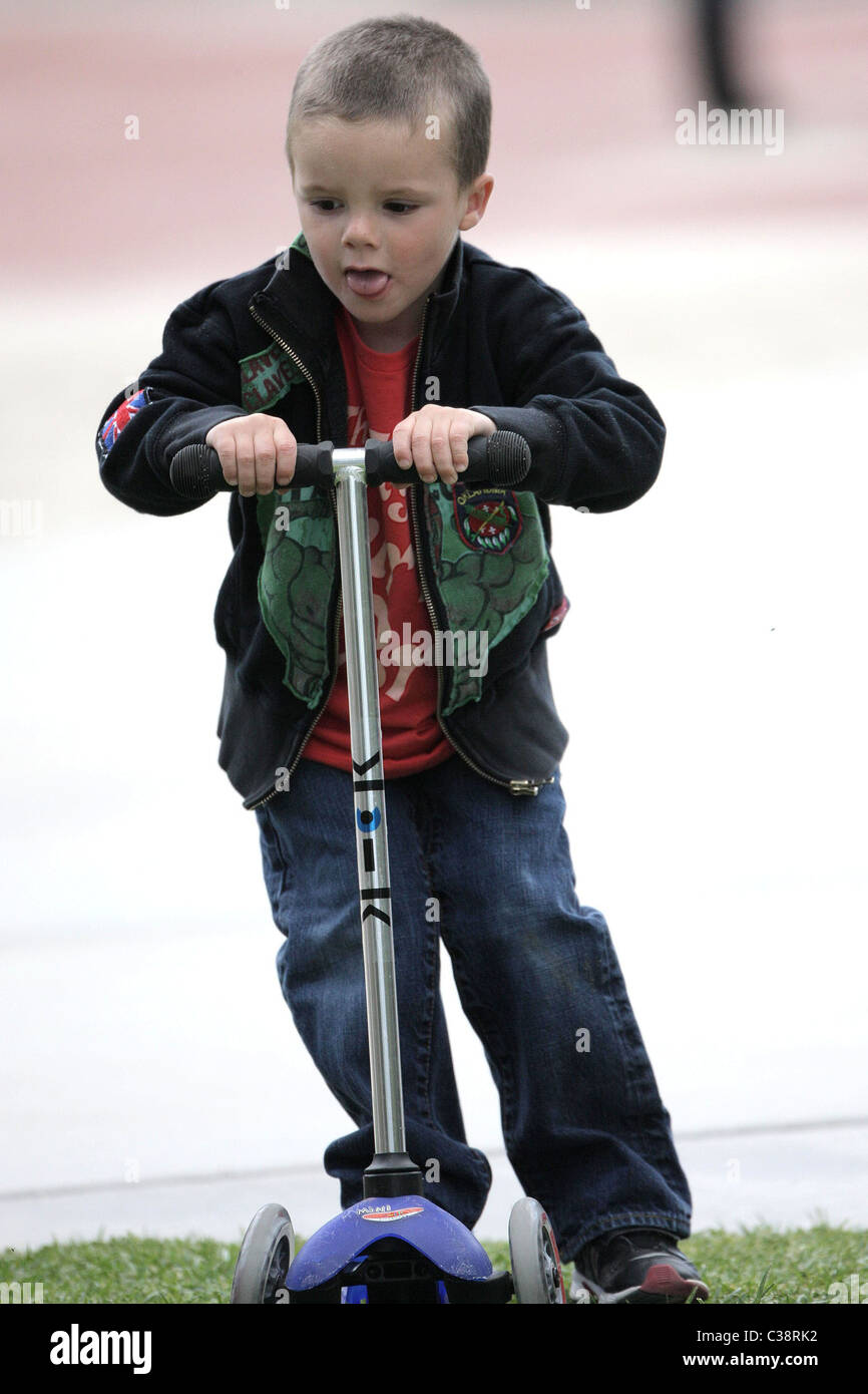 Cruz Beckham plays on his kick scooter and practices his breakdance moves at Coldwater Canyon Park in Beverly Hills - Stock Image