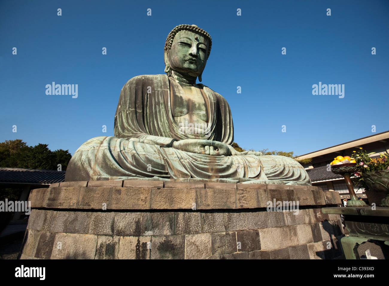 BUDDHA IN KŌTOKU-IN TEMPLE IN KAMAKURA CITY KANAGAWA PREFECTURE JAPAN - Stock Image