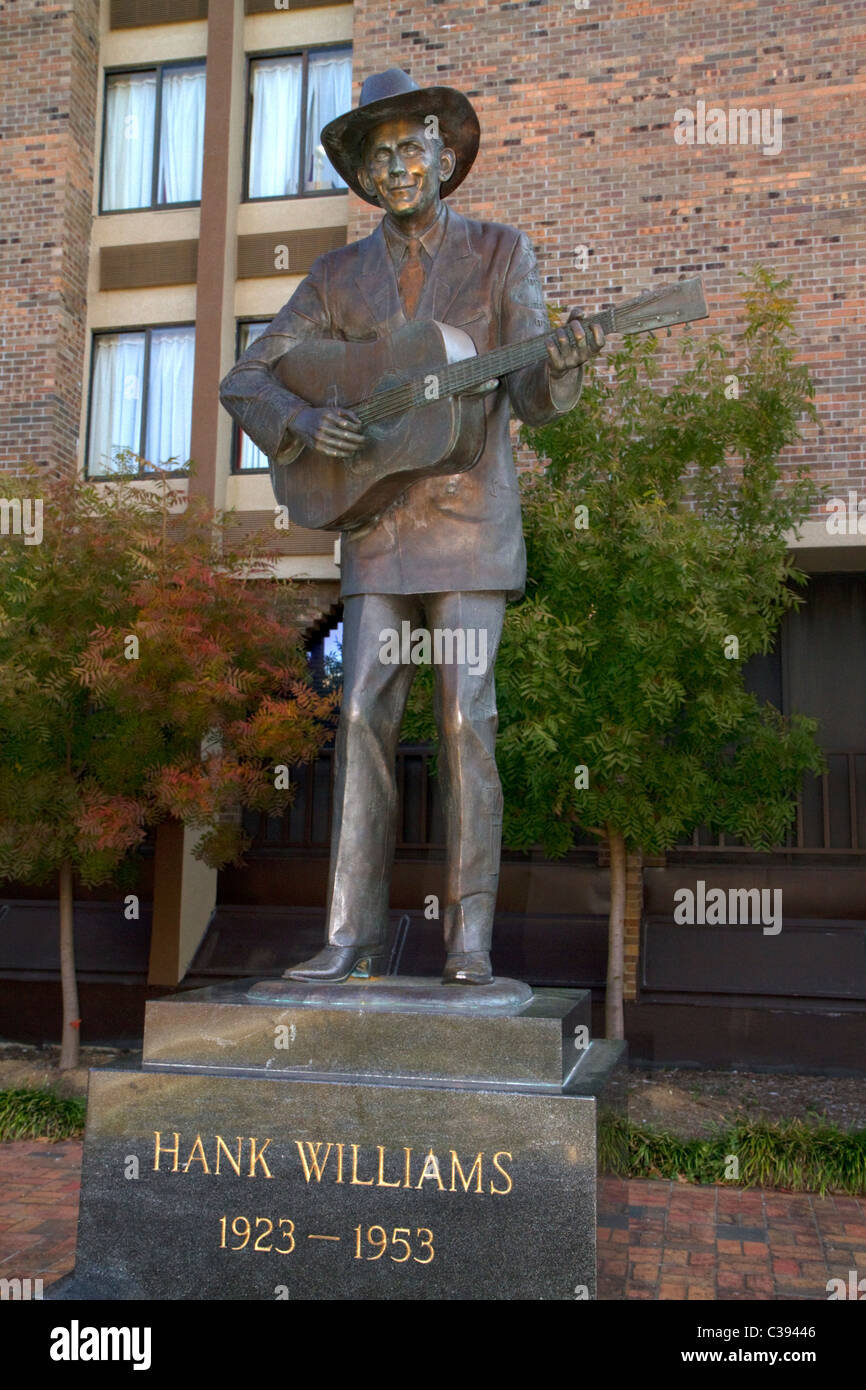 Life-size bronze statue of Hank Williams stands in downtown Montgomery, Alabama, USA. - Stock Image