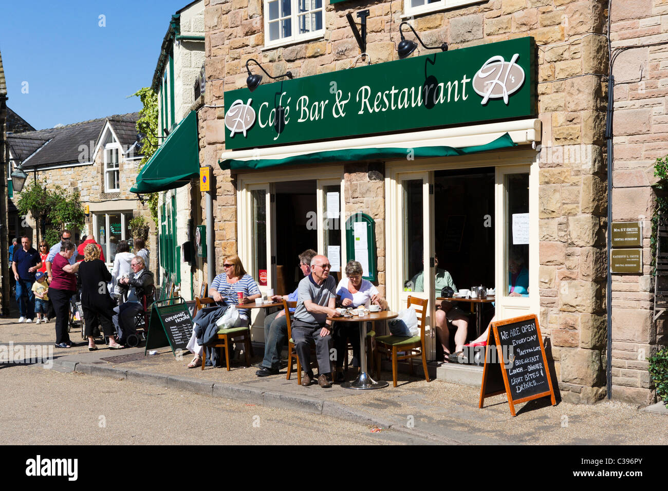 Cafe in the village centre on the early May Bank Holiday weekend, Bakewell, The Peak District, Derbyshire, UK - Stock Image