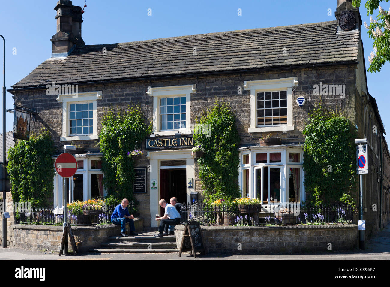 Village pub near the town centre on the early May Bank Holiday weekend 2011, Bakewell, The Peak District, Derbyshire, - Stock Image